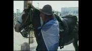 Аржентинец обикаля света на кон