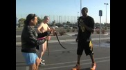 Kobe Bryant Прескача Басейн със змии (черна Мамба)