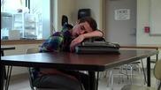 Учител си прави бъзик със спящ ученик по време на час!