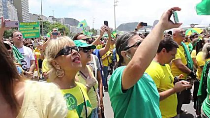 Brazil: Thousands rally in support of Bolsonaro on Rio's Copacabana beach