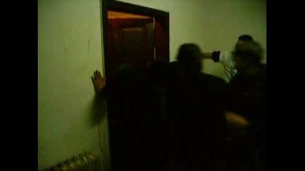 Разбиване На Врата С Глава