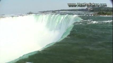 Човек пада от водопада Ниагара