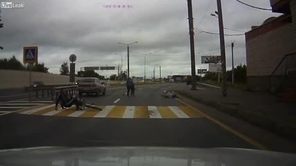 Пиян шофьор блъска семейство на пешеходна пътека и след това бяга