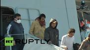 Италия: 446 имигранти пристигат в Сицилия на борда на италиански военен кораб