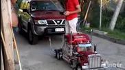 Изумително! Мини камион дърпа 4х4 автомобил