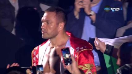 Внушителното и вълнуващо излизане на Кобрата на ринга