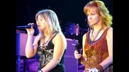 Kelly Clarkson & Reba Mcentire Up To The Mountain Live Harbor Yard Arena, Bridgeport County