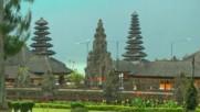 """Духове лекуват на о-в Бали (""""Без багаж"""" еп. 90)."""