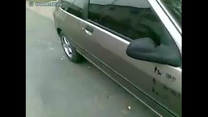 Как да отключим кола с въже