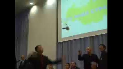 Летяща п*ш*а по време на конференция в Русия..