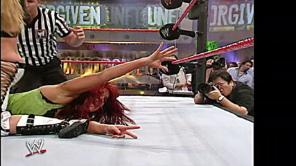 Lita vs. Trish Stratus – WWE Women's Title Match: WWE Unforgiven 2006 (Full Match)