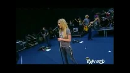 Avril Lavigne *backstage*