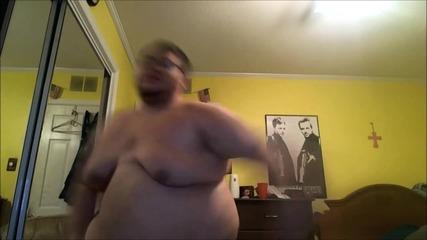 Дебелак Се Изкъртва На Готина Музика ! Harlem Shake