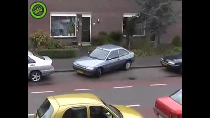 Блондинка паркира. Много, много смях!