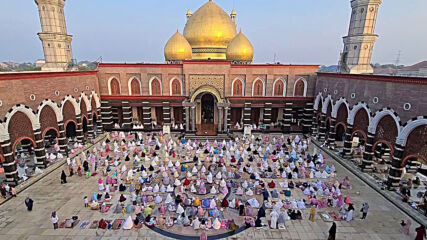 Indonesia: Thousands celebrate Eid-al-Fitr at Golden Dome Mosque in Depok