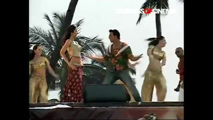 Katrina Kaifs Live performance on Sheila Ki Jawaani at Juhu Beach