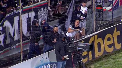 Напрежение след края на мача! Бусато се спречка с фенове на Локо Пд