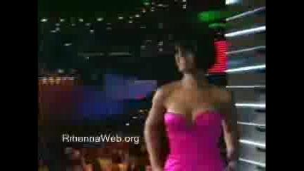 Rihanna получава награда