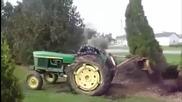 Само тракторист като този може да изкорени тази ела