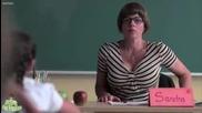 Ученик нарисувал учителката си, а вижте какво добавя тя