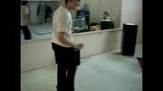 Подпийнал Ученик Танцува Като Луд На Купон