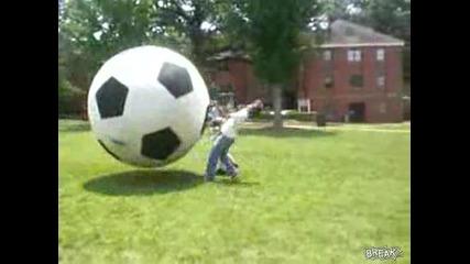 Футболна Топка Блъска Човек