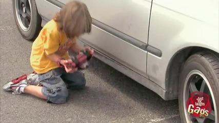 Дете обезврежда бомба
