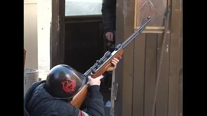 Кадри от гражданската война в Киев (кадрите съдържат насилие)