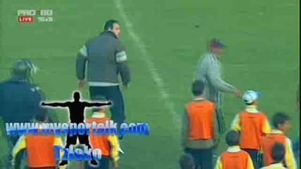 бой си хвърлиха играчите на Локомотив и Ботев