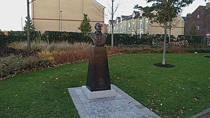 Паметникът на Джон Хоулдинг (1833 - 1903) - основателят на футболен клуб Ливърпул