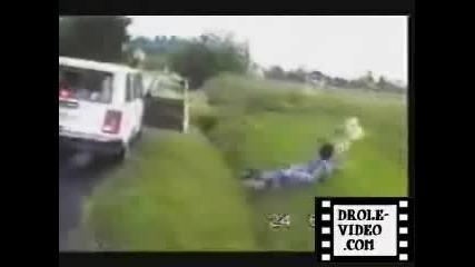 Смешен Инцидент Роклята и Падна
