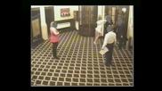 Жена напада охрана и си получава заслуженото