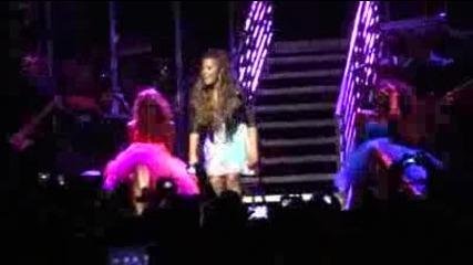 Най-секси изпълнението на Деми - Who's That Boy (live in Los Angeles 9-23-11)