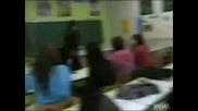 Студенти Изненадват учителката си за рождения ден