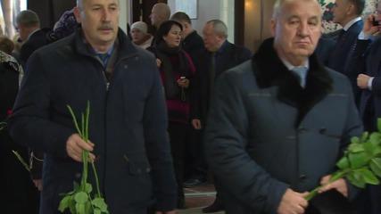 Russia: Mourners commemorate arms designer Gennadi Denezhkin in Tula