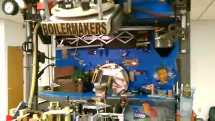 Световен рекорд на Руб Голдбърг машина