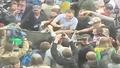 Протестиращи изхвърлят депутат в кофа за боклук