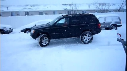 Jeep Grand Cherokee in the snow