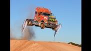 Вижте колко може да скочи един влекач, тежащ десетина тона!