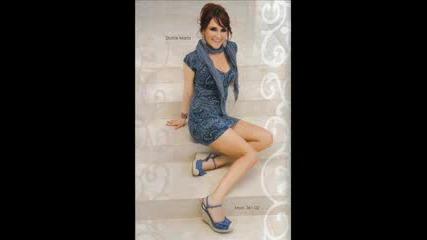 Снимки на Dulce Maria... Сега кажете дали е грозна? (не е)