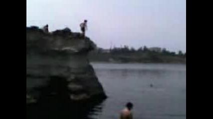 Скокове В Морето