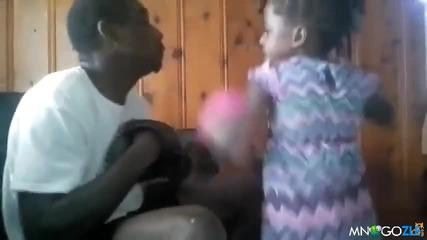 Дъщеричка нокаутира баща си
