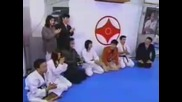 Яко! Бой - Кунг Фу срещу Карате (карате карате карате)
