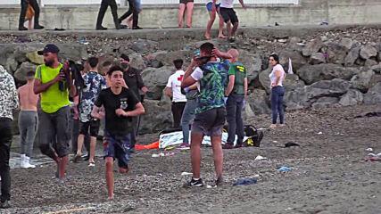 Spain: Thousands of migrants swim to Spanish territory of Ceuta