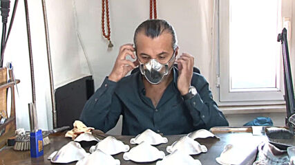 Turkey: Istanbul craftsman designs luxurious gold and silver masks amid pandemic