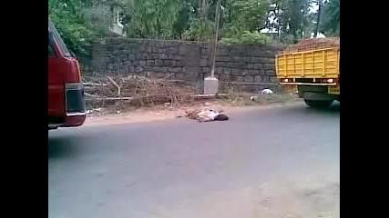 18+ Пиян (за последно) индиец на пътя