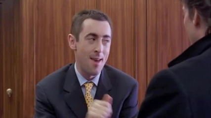 Alan Cumming - Широко затворени очи - палавия рецепционист