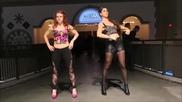 Красиви момичета подгряват впечатляващо пред дискотека с танц на робота