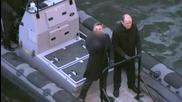 Даниел Крейг показва среден пръст на папараците, докато снима поредния филм за Агент 007 в Лондон