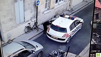 Когато полицейската кола просто ти пречи!